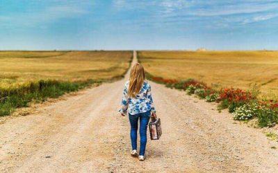 Føler du dig som kvinden på billedet her  – alene på en rejse?